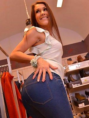 Samia...